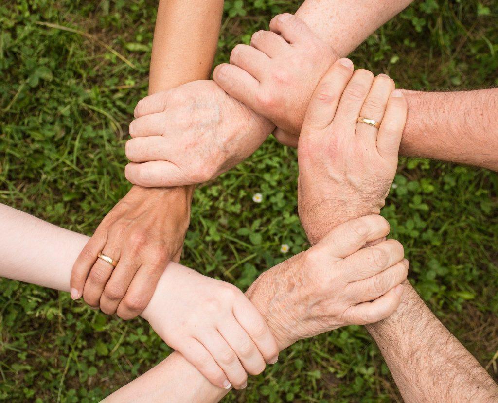 mãos dadas pelo bem