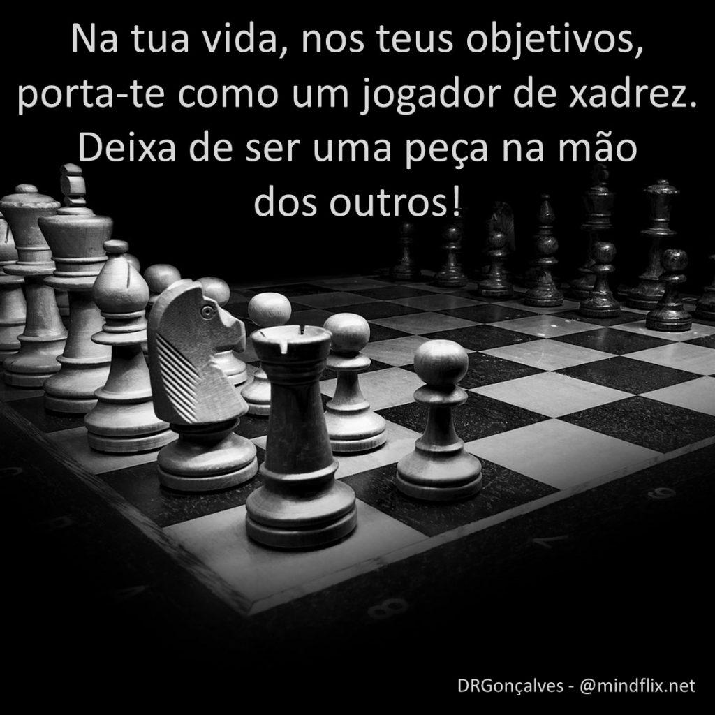 Age como um jogador de xadrez e não como uma peça.